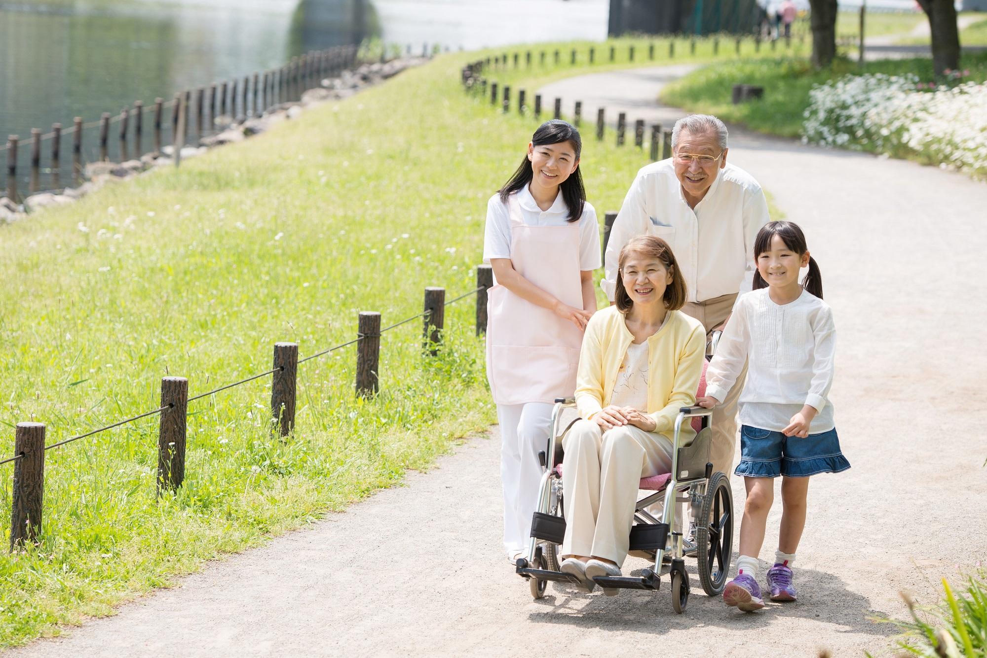 嘉頤優質護老院,政府甲一級安老院/老人院,24小時專業護理,註冊西醫定期到診,以照顧家人的態度,服務您的摰親。